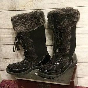 860f135e0 Women Shoes Winter & Rain Boots on Poshmark